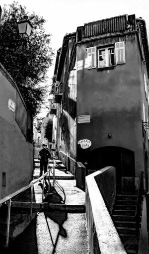 Jean-Paul Orlandini, ombres sur escalier, vieux Nice